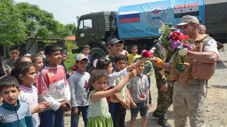 Russische Militärs stellen Syrien 17 Tonnen humanitäre Hilfe bereit – Kinder begrüßen sie feierlich