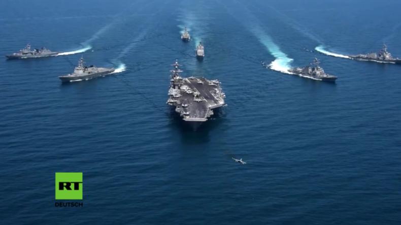 USS Carl Vinson bei Marineübung mit südkoreanischen Zerstörern.