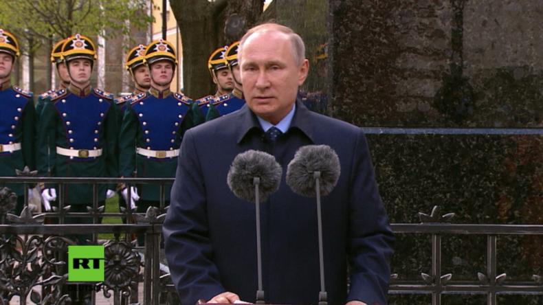 Putin enthüllt Denkmal an Mord des Zarensohnes Sergei Alexandrowitsch Romanow.
