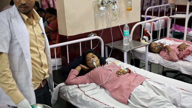 Rund 200 indische Schülerinnen wegen Gasvergiftung ins Krankenhaus
