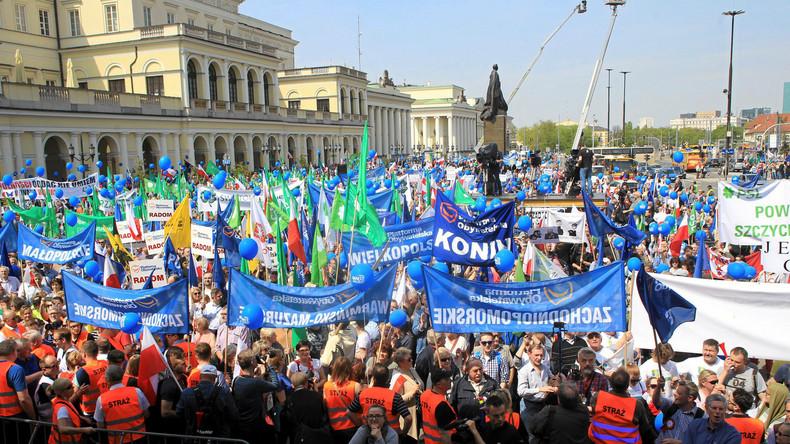 Tausende Polen demonstrieren für Freiheit und Europa