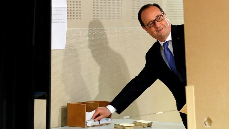 Frankreichs Präsident François Hollande wählt in Tulle