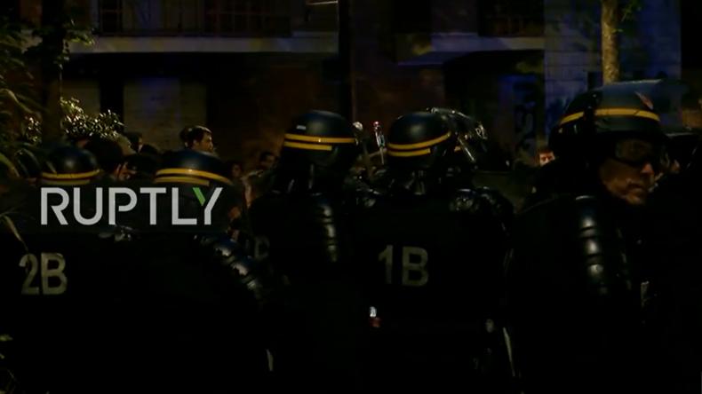 Live aus Paris: Erste Ausschreitungen bei Protesten nach klarem Sieg von Emmanuel Macron