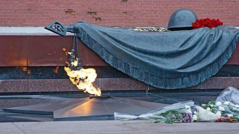 Live: Zeremonie an der Kremlmauer markiert 50. Jahrestag der Ewigen Flamme