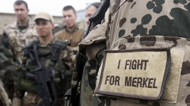 Bundeswehr-Affäre: Merkel verteidigt von der Leyen