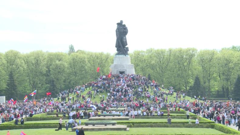 Tag des Sieges im Treptower Park 2015.