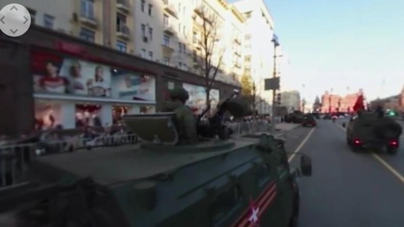 Exklusiv: Begleiten Sie ein Militärfahrzeug auf die Siegesparade in Moskau im 360°-Modus