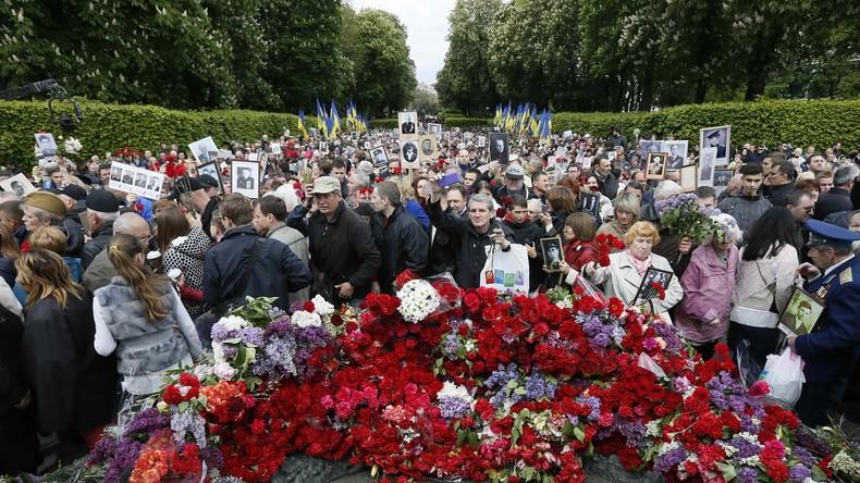 Unbekannte hindern russische Diplomaten an Kranzniederlegung in Kiew
