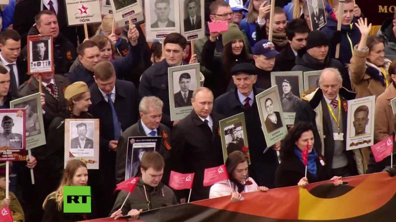 Moskau: Gedenkmarsch mit Putin an der Spitze bringt über 800.000 Menschen auf die Straße