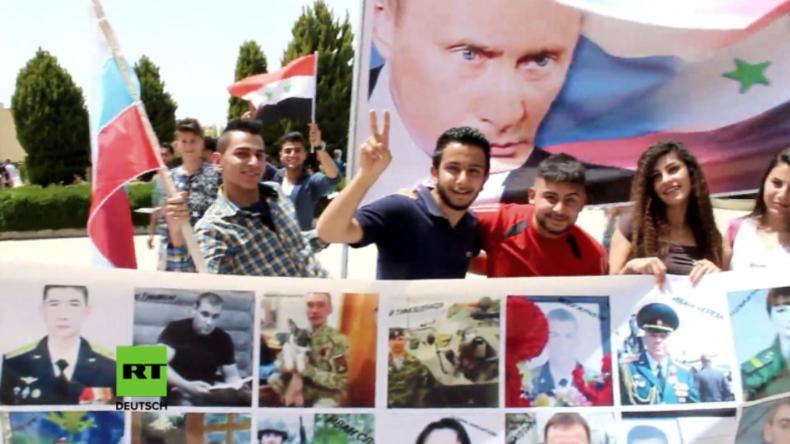 """Syrien: """"Auch den Terror werden wir besiegen!"""" - Russen und Syrer feiern gemeinsam Tag des Sieges"""