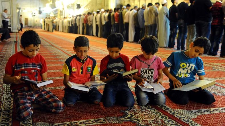 Al-Kaida wirbt Mitglieder bei Koran-Quiz mit Kalaschnikow-Maschinenpistole als Hauptpreis an