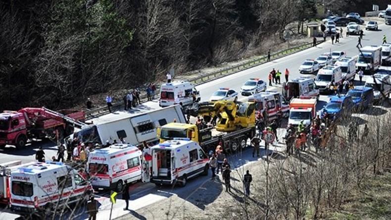 Schwerer Verkehrsunfall in Türkei fordert 20 Menschenleben