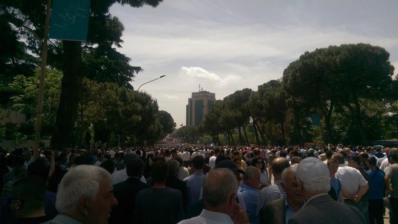 Zehntausende Albaner demonstrieren gegen Regierung