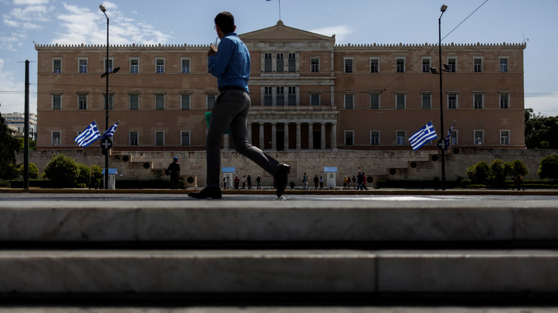 Griechenlands Finanzminister legt dem Parlament ein neues Sparpaket vor