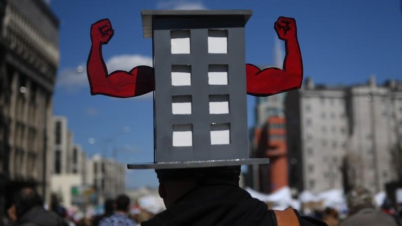 Moskauer protestieren gegen Abrisspläne für alte Plattenbauten