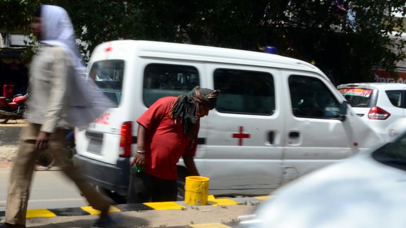 Mindestens 5 Tote und 50 Verletzte bei Busunglück in Indien