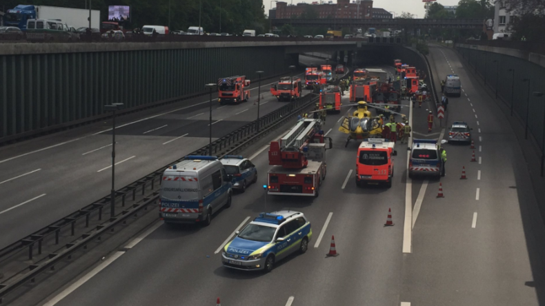 Drei Schwerverletzte bei Karambolage in Berlin - A100 in beiden Richtungen gesperrt