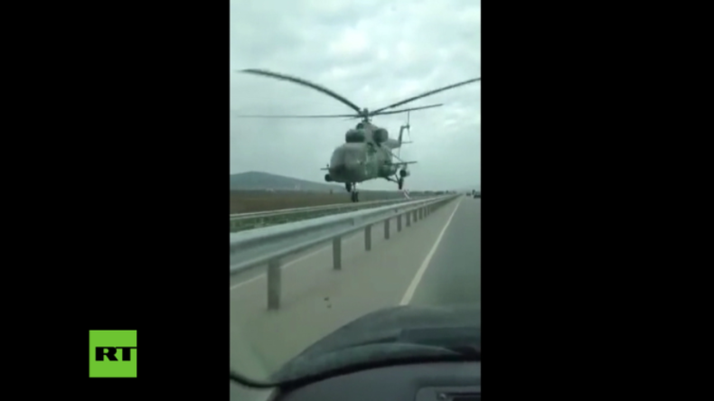 Tschetschenien: Achtung, Gegenverkehr! Hubschrauber überrascht Pkw-Fahrer auf Autobahn
