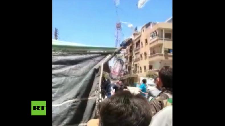 Ups, das war das falsche Paket – Syrische Armee wirft versehentlich Treibstoff statt Lebensmittel ab