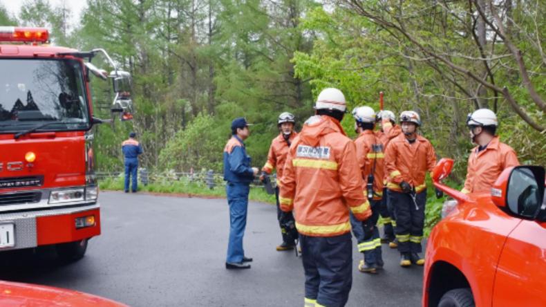 Flugzeugabsturz in Japan: Rettungskräfte finden Trümmerteile der Maschine und vier Leichen