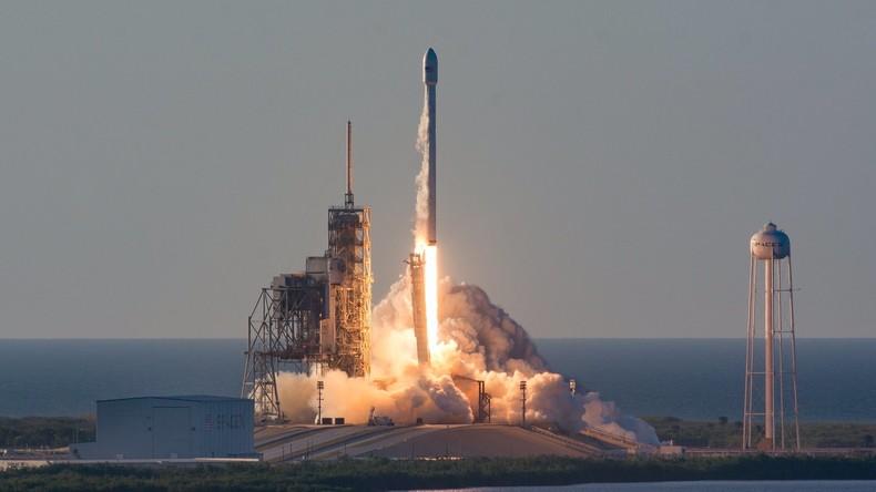 SpaceX-Rakete schickt Satelliten zur Internet-Versorgung von Flugzeugen und Schiffen ins All
