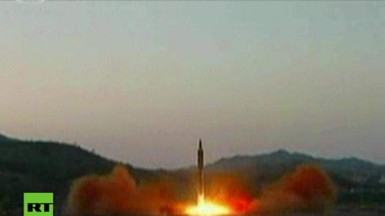 """Nordkoreas """"neue ballistische Rakete, die fähig ist große und schwere Atomsprengköpfe zu tragen"""""""