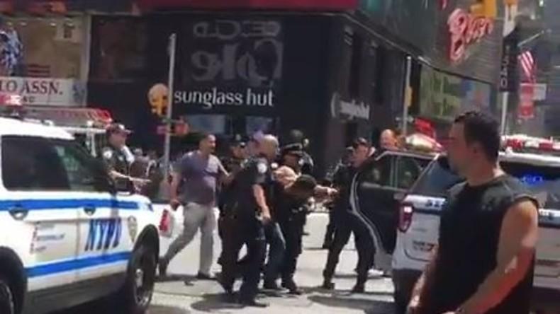Erstes Video von der Festnahme des Täters, der Auto in Menschenmenge auf Times Square steuerte