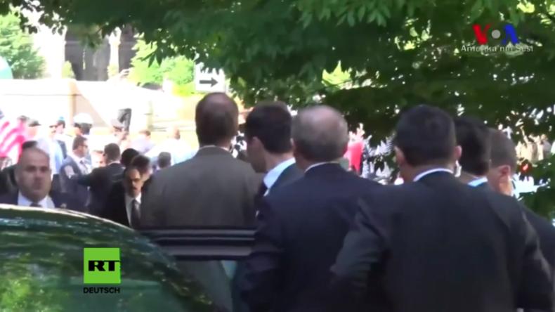 USA: Erdogan schaute bei Schlägerei zwischen seinen Leibwächtern und Demonstranten zu
