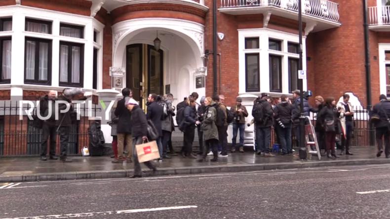 Live von Assanges Wohnsitz in Botschaft – Schweden stellt Ermittlungen gegen WikiLeaks-Gründer ein