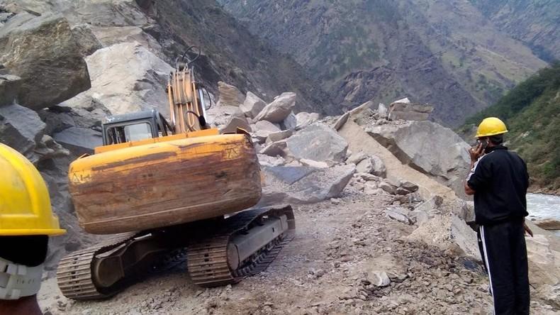 1.800 Menschen sitzen nach Erdrutsch in Indien fest