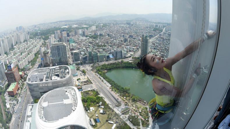 """""""Menschliche Spinne"""": Koreanische Kletterin schafft es auf ein 555 Meter hohes Gebäude"""