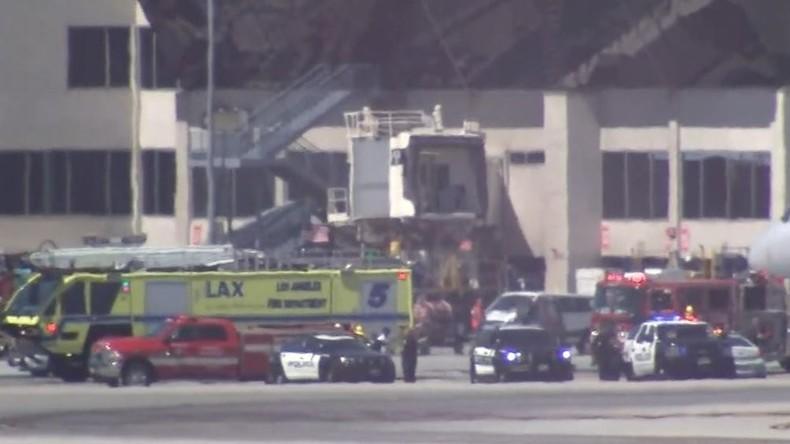 Passagierjet rammt Fahrzeug auf Flughafen L.A. - Acht Verletzte