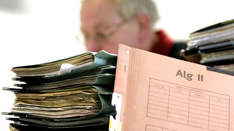 Zunehmend mehr Hartz-IV-Bezieher beantragen Kredite bei Jobcentern