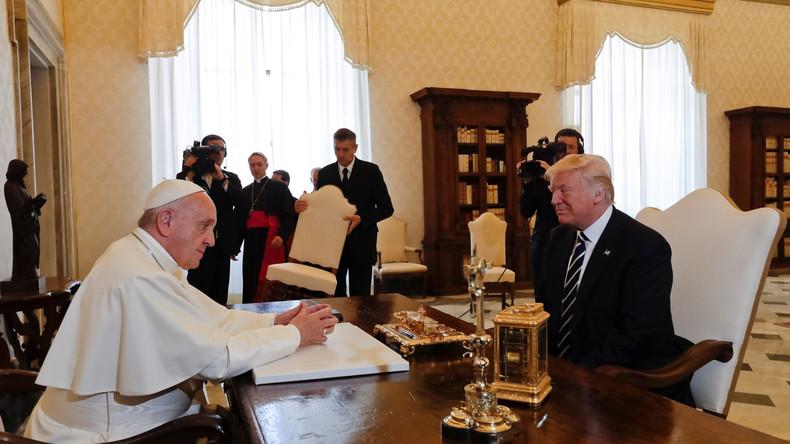 """""""Gott vertrauen wir, alle anderen zahlen in bar"""": Trumps schwierige Audienz bei Papst Franziskus"""