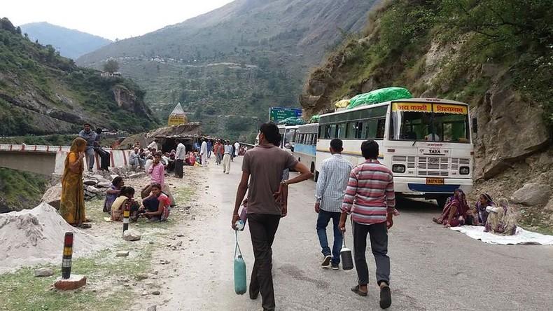 Mindestens 20 Hindu-Pilger sterben bei Busunfall in Indien