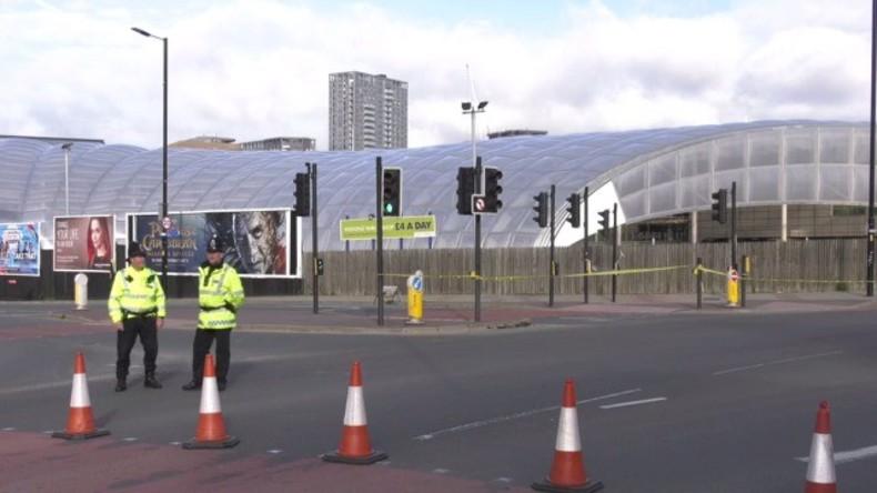 Live: Polizei vor Ort in Süd-Manchester, nachdem drei Verdächtige festgenommen worden sind