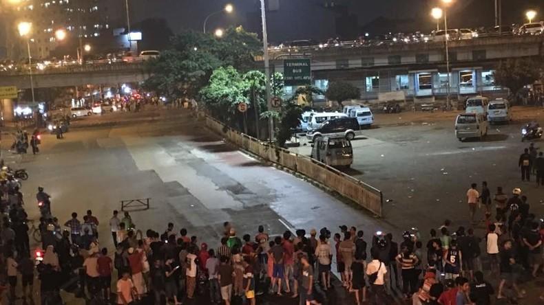 Zwei Explosionen am Busbahnhof in Jakarta - Mutmaßlicher Selbstmordanschlag (FOTOS)