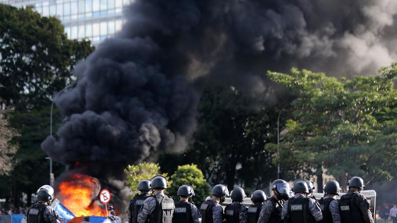 Schwere Proteste in Brasilien: Demonstranten legen Feuer - Ministerium evakuiert