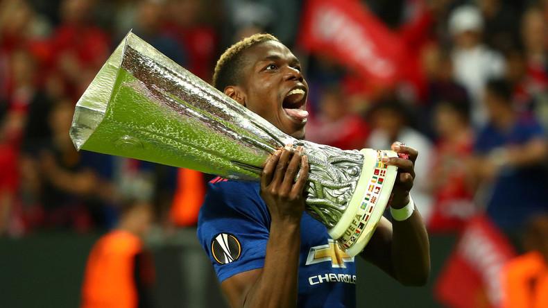 Manchester-Stars widmen Europa-League-Pokal den Terroropfern