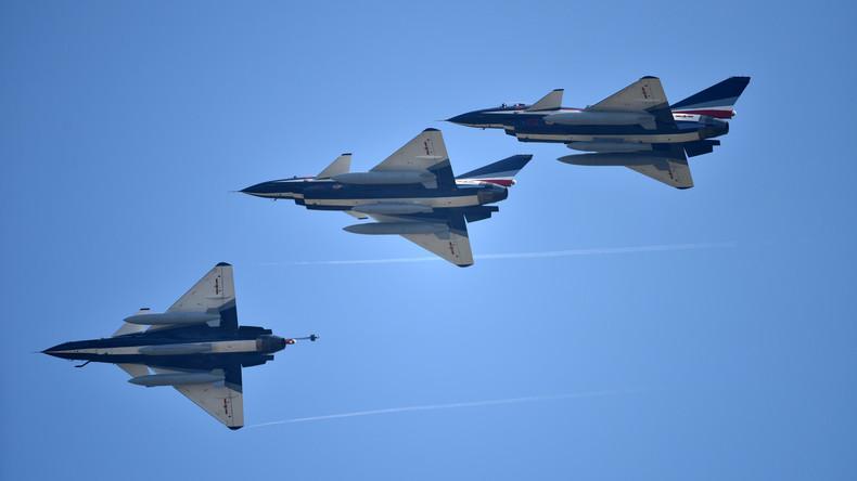 Chinesische Jets fangen ein US-Flugzeug über dem Südchinesischen Meer ab