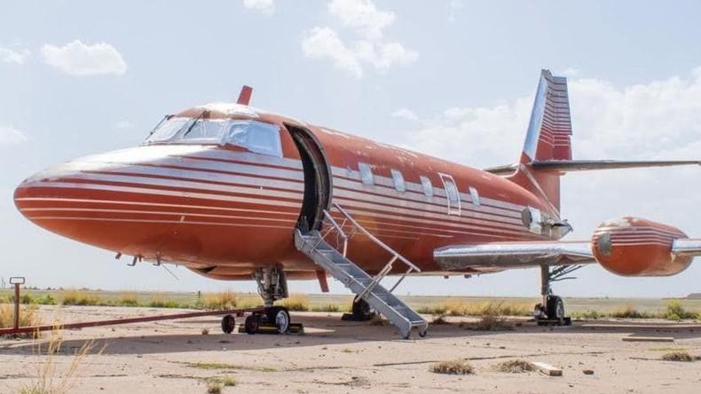 Elvis Presleys Privatjet kommt für 430.000 Dollar unter den Hammer