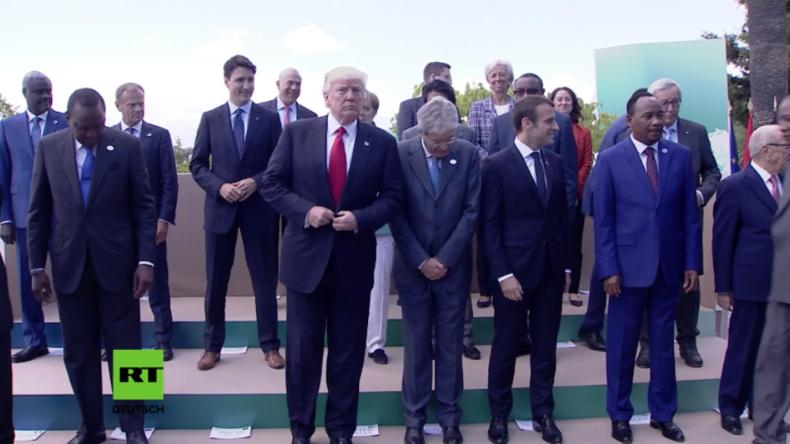 America First oder Protokollfehler? Merkel bei G7-Gruppenfoto von Trump verdeckt