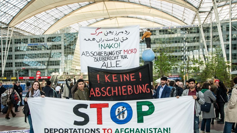 Afghanistan: Abschiebeflug nach Afghanistan wegen Anschlags in Kabul verschoben