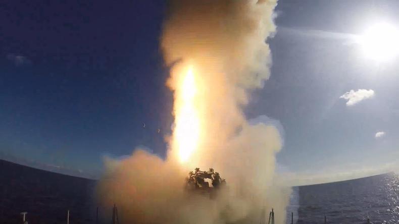 Verteidigungsministerium: Russische Marine feuert vier Marschflugkörper auf IS-Stellungen ab