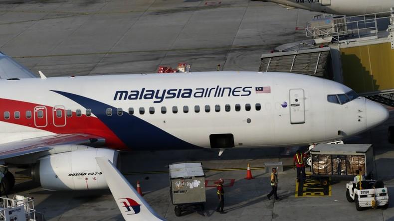 Fluggast versucht in das Cockpit der Maschine einzubrechen - Flugzeug kehrt in den Flughafen zurück