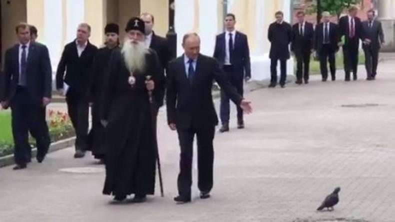 Tierliebhaber Putin begrüßt Täubchen