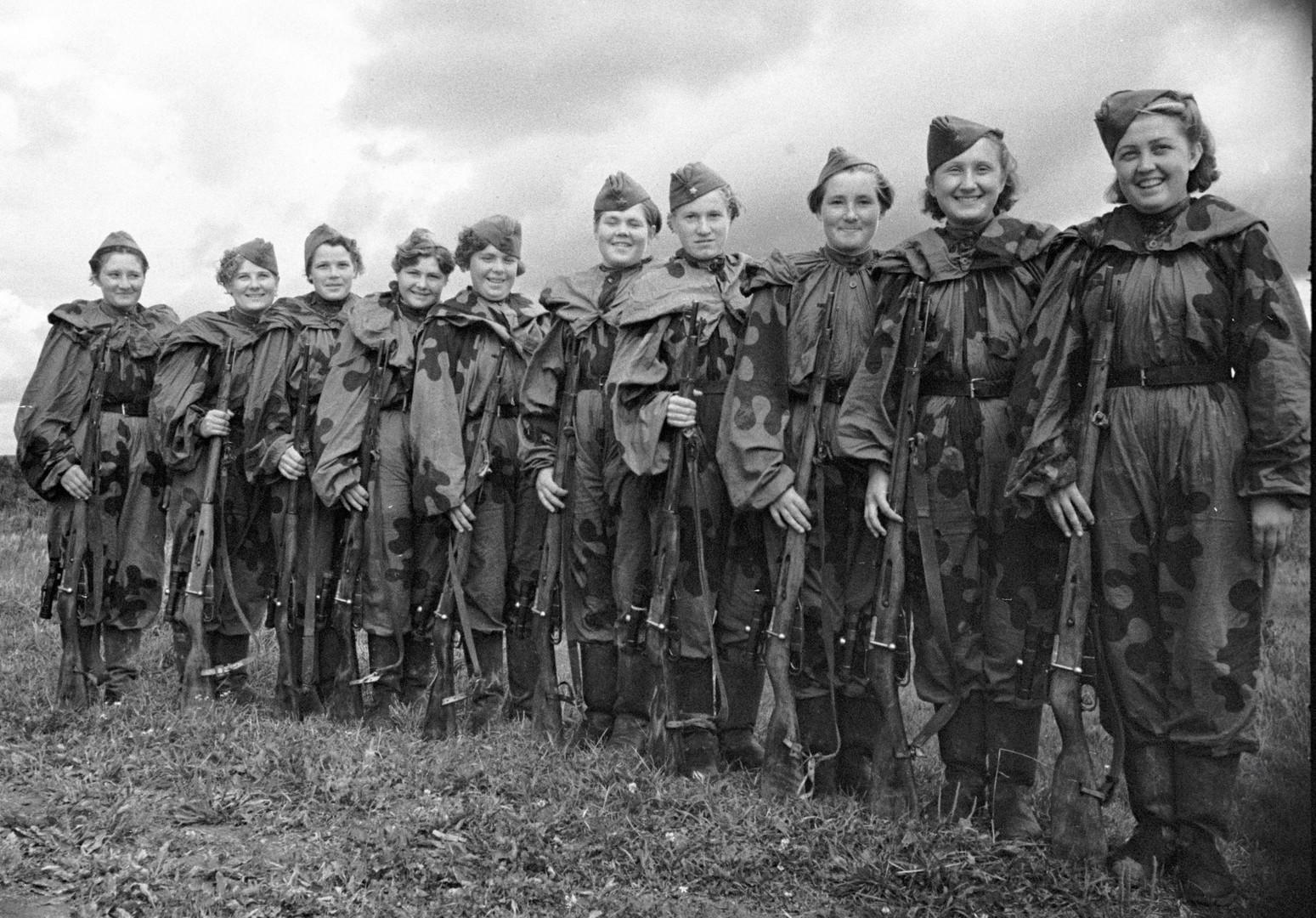 Sowjetische Scharfschützeninnen gehörten zur Elite der Roten Armee. Ihre Arbeit wurde besonders respektiert, da sie immer eine besondere Aufmerksamkeit des Feindes genossen.