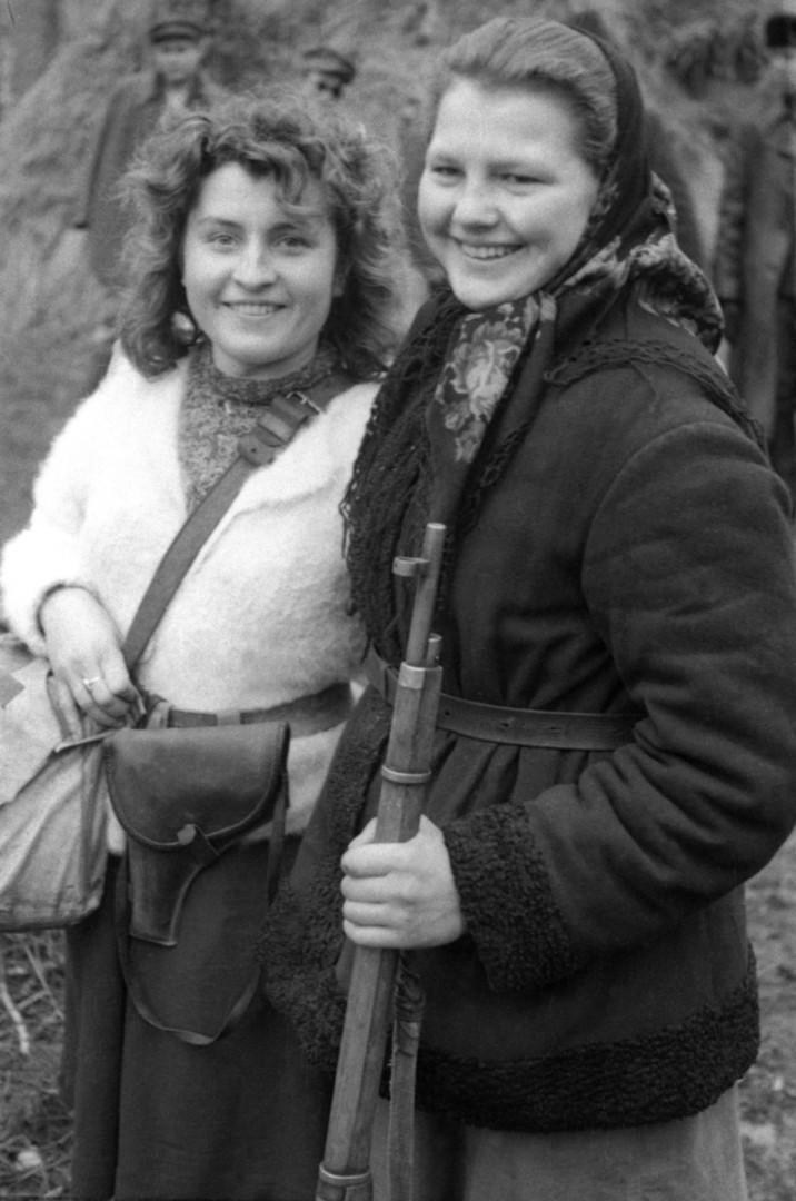 Während der Besatzung durch die Deutschen schlossen sich viele Frauen Partisanen an.