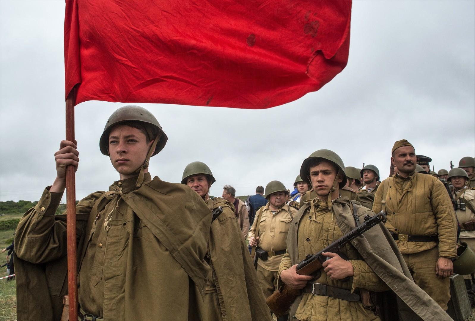 Siegesparade und Unsterbliches Regiment: Staatstreuer Militarismus oder aufrichtiges Gedenken?