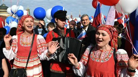 Gewerkschaften versammeln 130.000 Menschen zu Mai-Demo in Moskau
